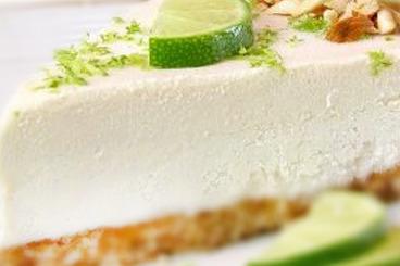 Cheesecake cu lamaie si menta raw vegan